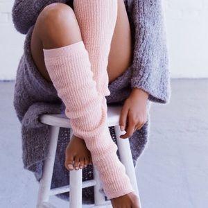 Free people pink leg warmers new 🌟🌟❄️❄️